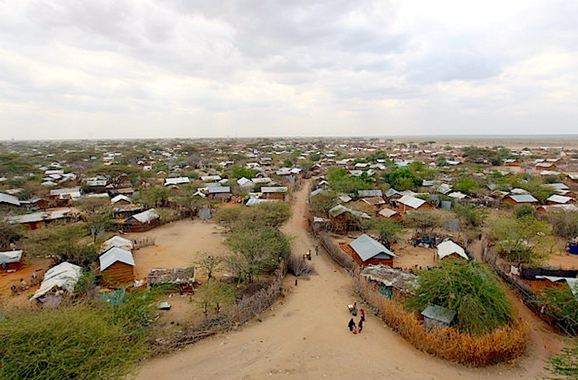 Camp de refugiés Dabaab - http://www3.pictures.zimbio.com/gi/Displaced+People+Dadaab+Refugee+Camp+Severe+mFDxkfG3fAll.jpg